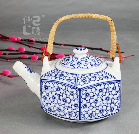青花瓷六角茶壶兰花
