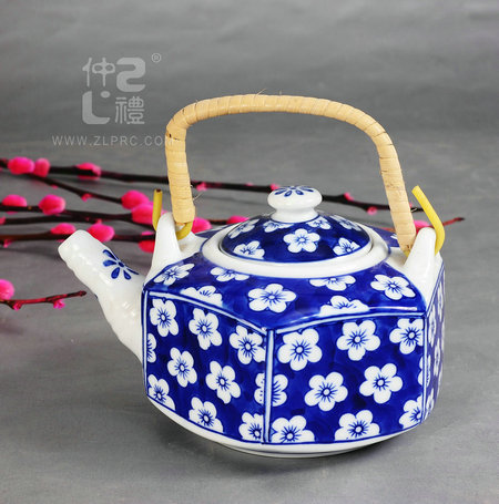 青花瓷六角茶壶梅花