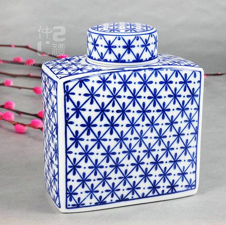 青花瓷方形茶叶罐-米花