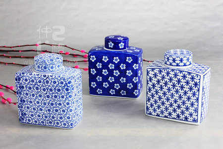 青花瓷方形茶叶罐
