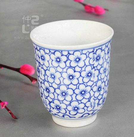 青花瓷茶杯兰花