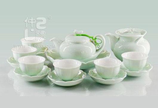 梅子青釉配小荷口盘碟17头茶具组