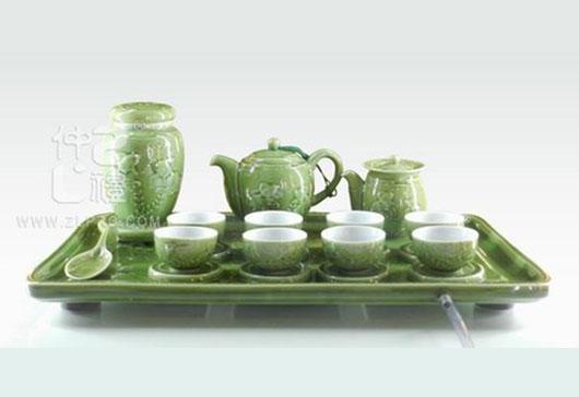 新绿釉浮雕鱼大方形盘茶罐橄榄壶闻香杯25头茶具组,ZLSS-30